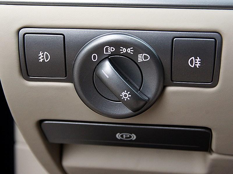 Volkswagen Phaeton 2011 управление наружным освещением