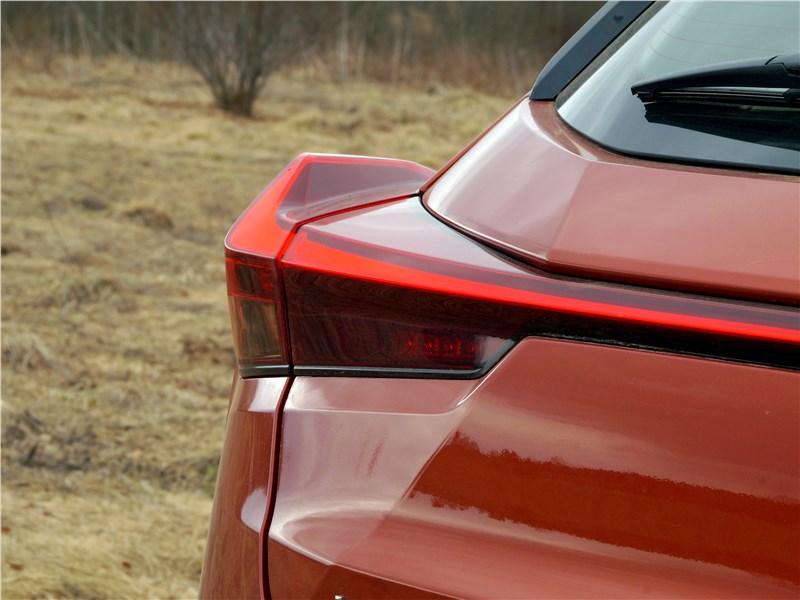 Lexus UX 200 2019 задний фонарь