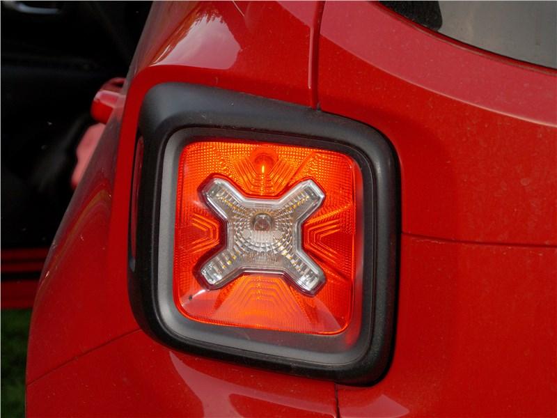 Jeep Renegade 2019 задний фонарь
