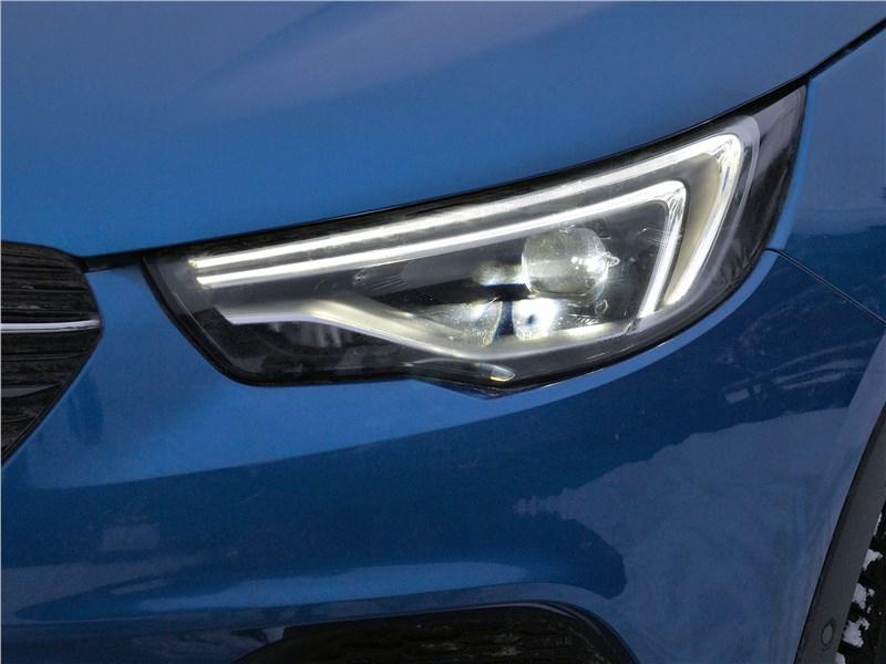 Opel Grandland X 2018 передняя фара