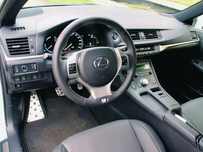 Lexus CT 200h 2011 водительское место