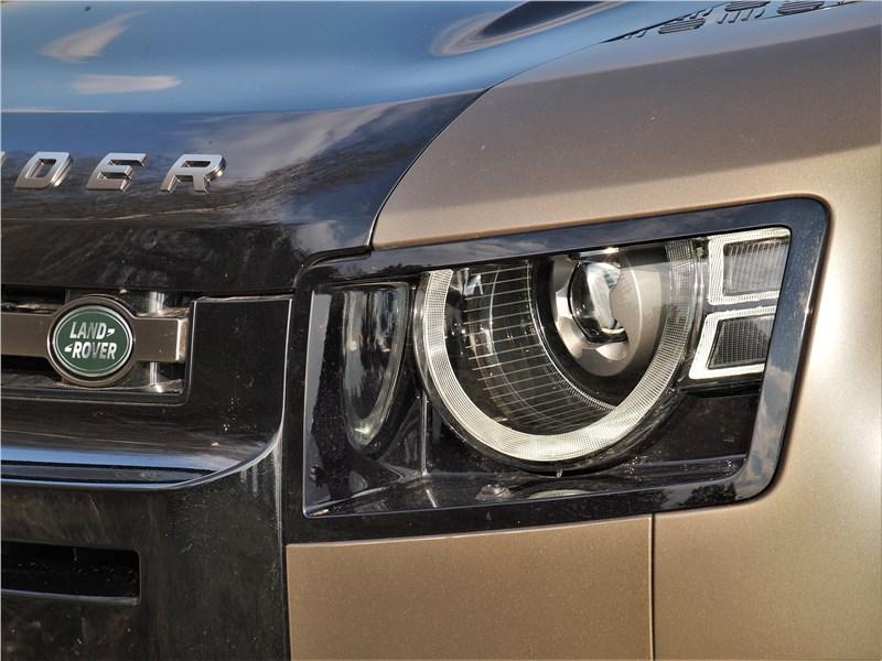 Land Rover Defender 90 (2020) передняя фара