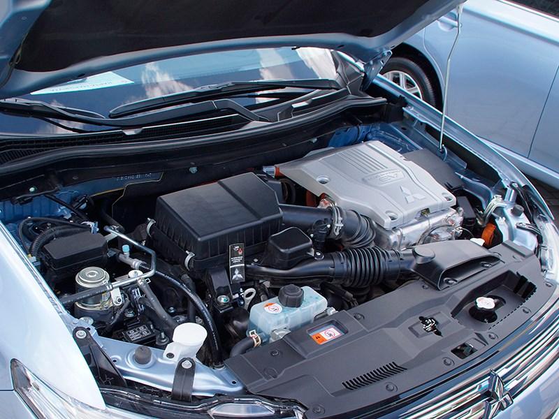 Mitsubishi Outlander PHEV 2014 двигалеь
