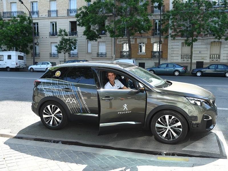 Peugeot готовит автономный автомобиль