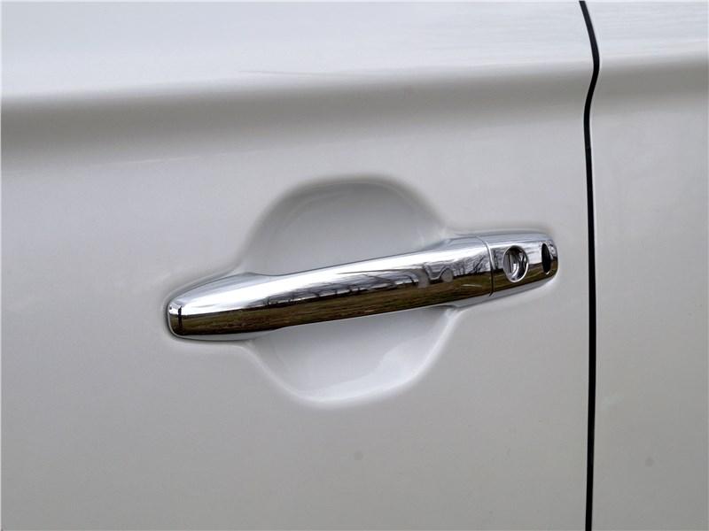 Mitsubishi Outlander 2016 дверная ручка