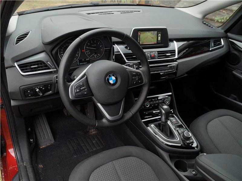 BMW 2 Series Active Tourer 2017 салон