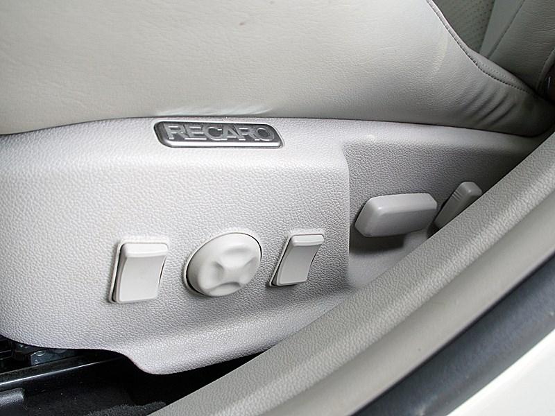 Cadillac CTS-V 2009 регулировки кресел