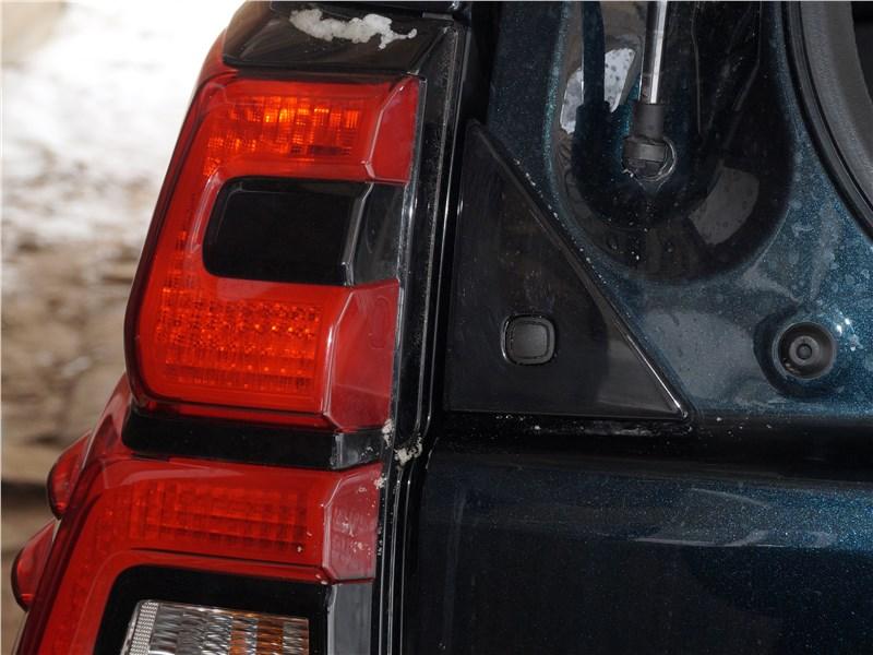 Toyota Land Cruiser Prado 2017 кнопка отпирания заднего стекла