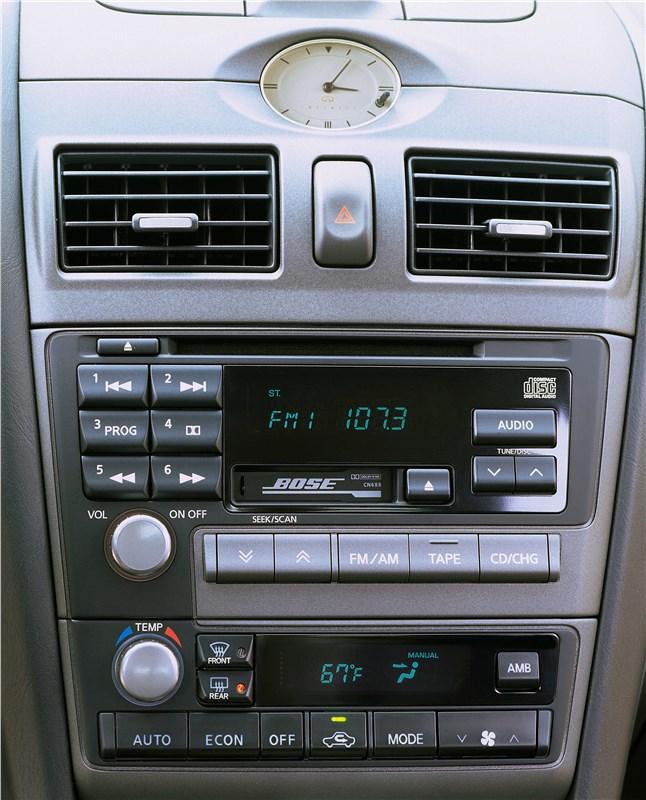 Infiniti I30 2001 панели управления аудиосистемой и микроклиматом в салоне