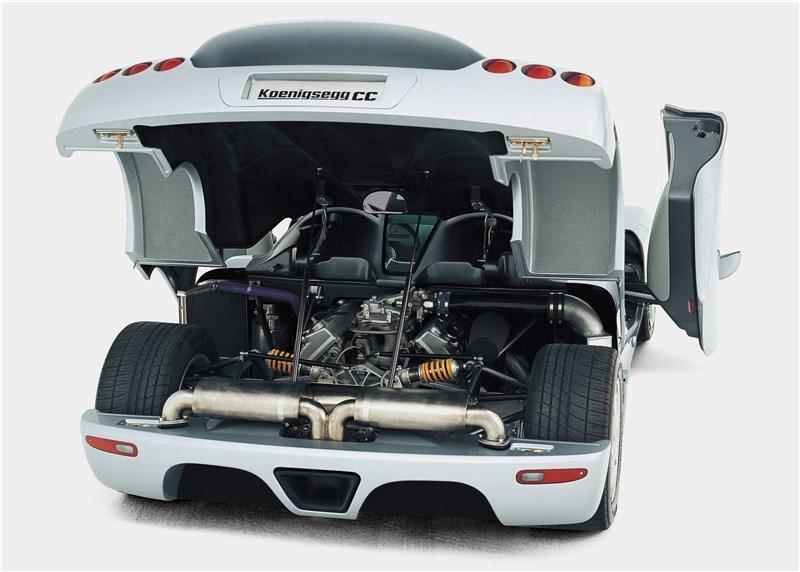 Koenigsegg CC 1998 вид сзади с открытыми дверями и капотом
