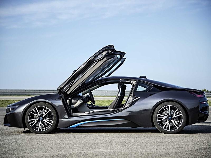 BMW i8 2014 вид сбоку фото 2