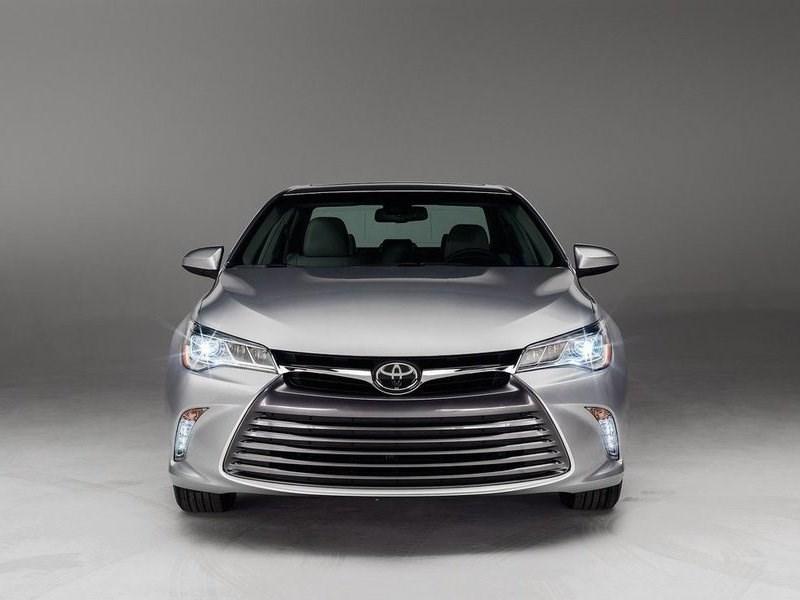 Объем продаж автомобилей E-класса в апреле сократился на 2 процента