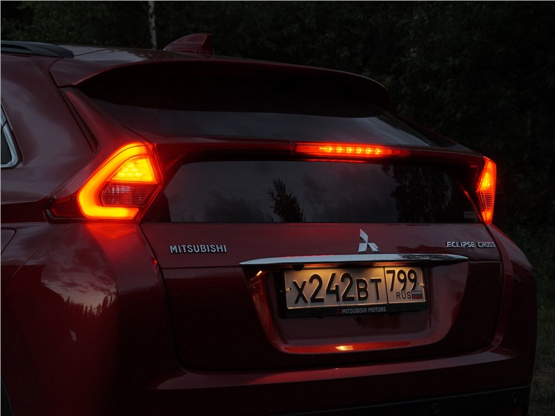 Mitsubishi Eclipse Cross 2018 задние фонари