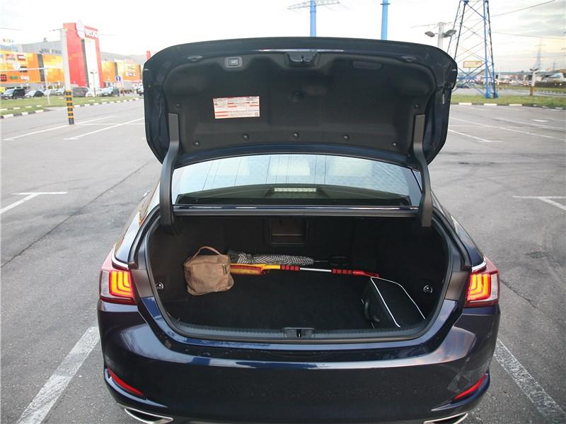 Lexus ES 2019 багажное отделение