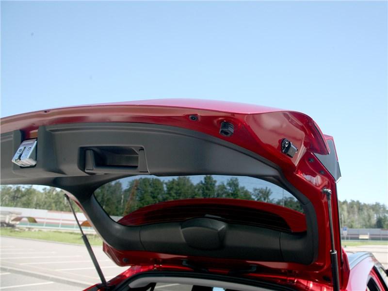 Mitsubishi Eclipse Cross 2018 дверь багажника