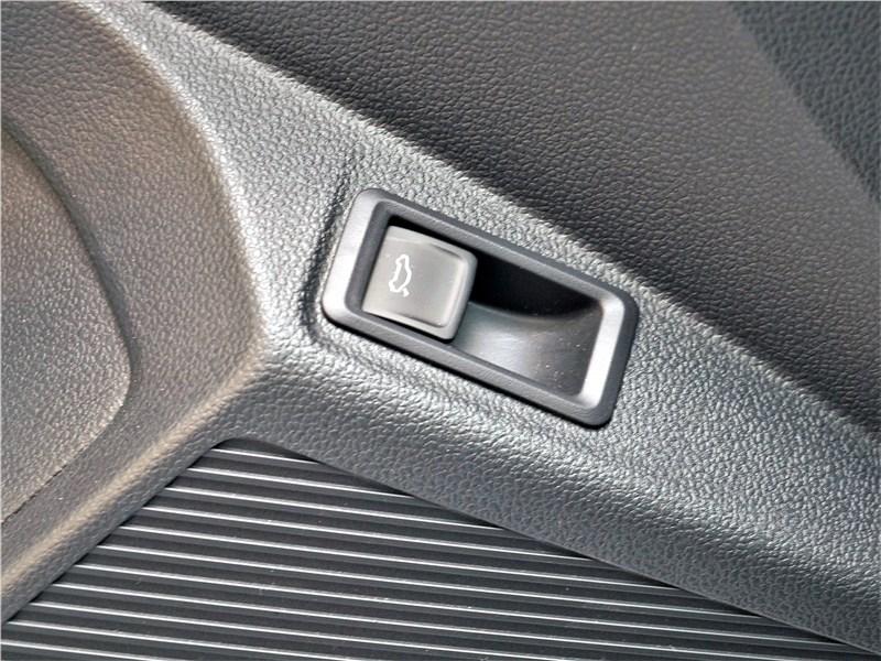 Volkswagen Taos (2022) кнопка открытия багажника