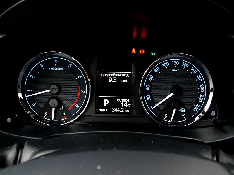 Toyota Corolla 2013 приборная панель