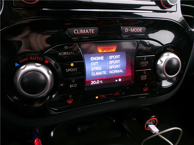 Nissan Juke 2015 дисплей