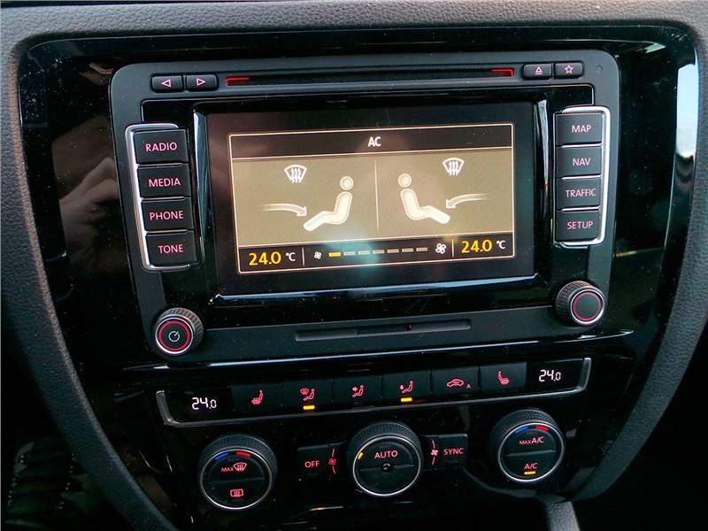 Volkswagen Jetta 2015 центральная консоль