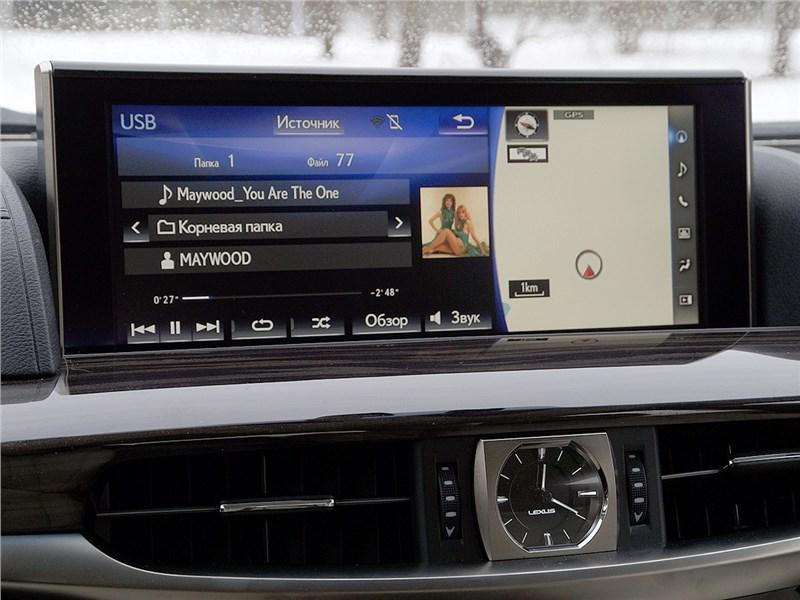 Lexus LX 2016 монитор