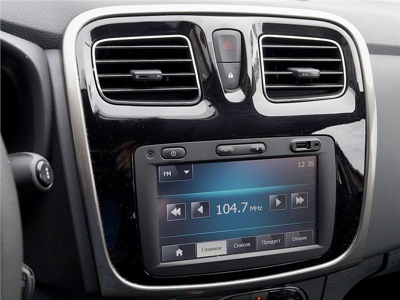 Renault Sandero Stepway 2015 монитор