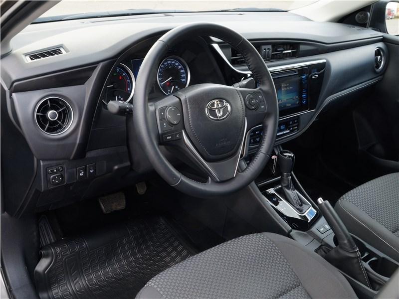 Toyota Corolla 2017 салон