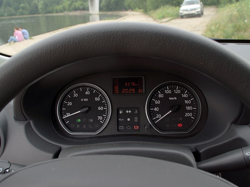 Nissan Almera 2013 панель приборов