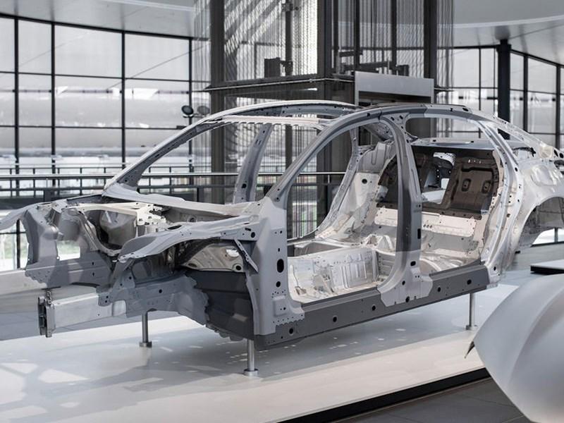 Новая Ауди A8 получит кузов с деталями изкарбона