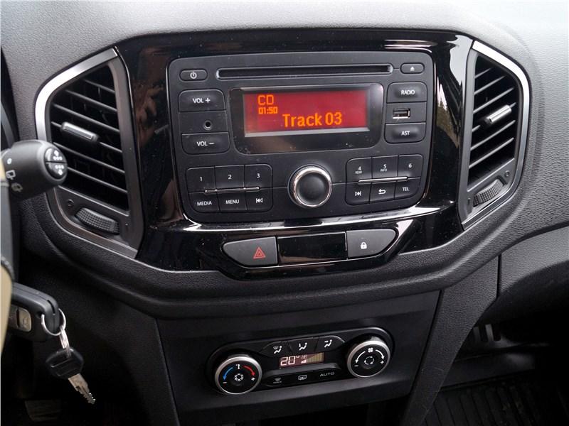Lada XRay 2015 центральная консоль