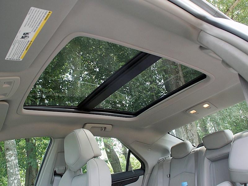 Cadillac CTS-V 2009 панорамная крыша