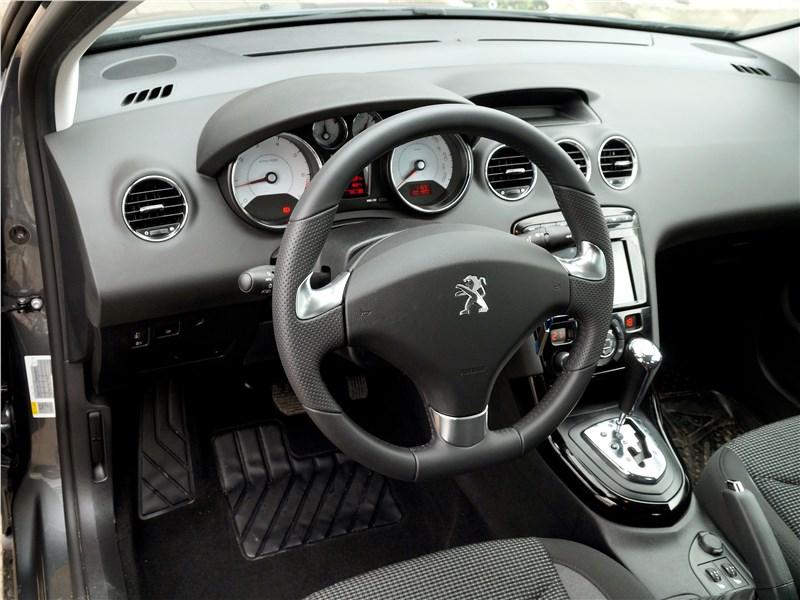 Peugeot 408 2017 салон
