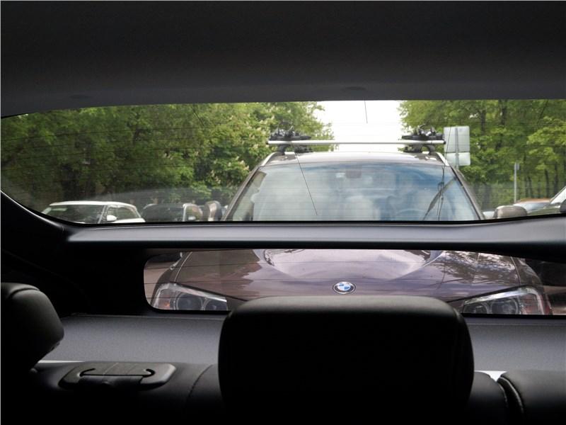 Toyota Prius 2016 стекло задней двери