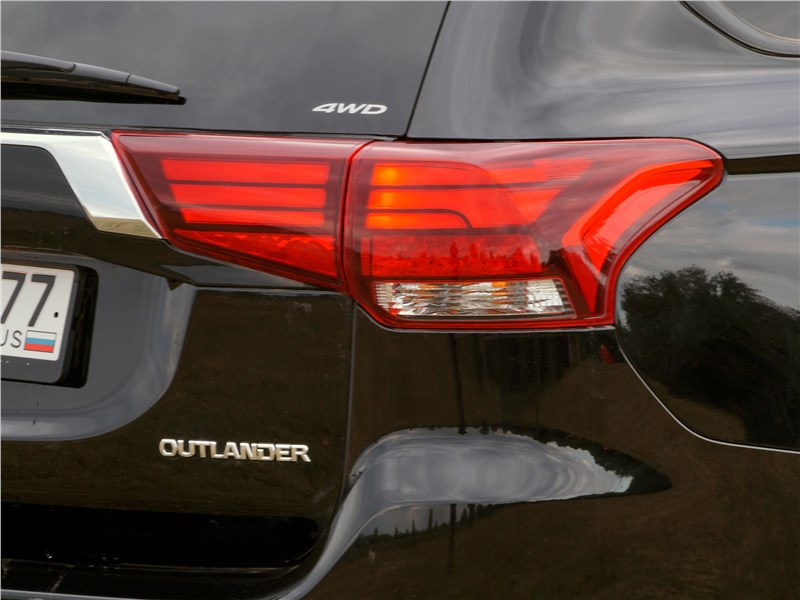 Mitsubishi Outlander 2016 задний фонарь
