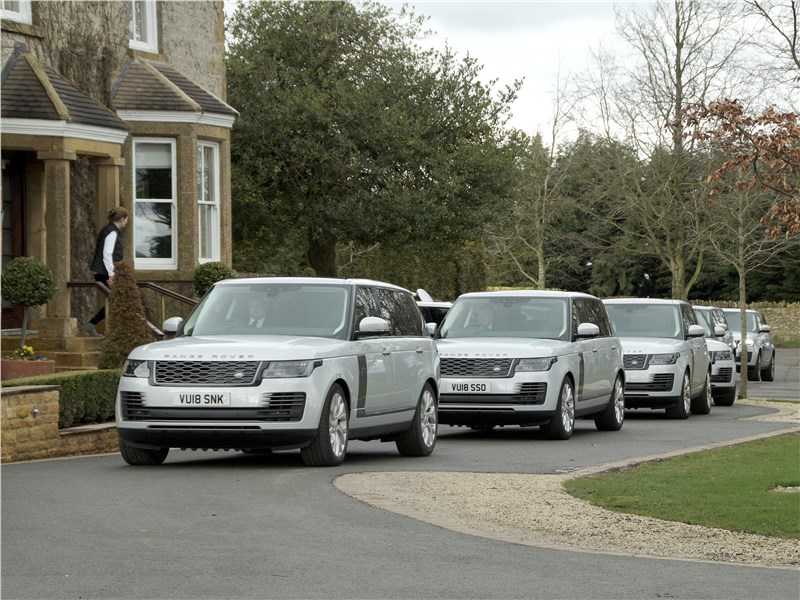 Land Rover Range Rover PHEV 2018 вид спереди