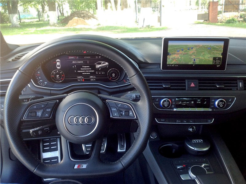 Audi A5 Coupe 2017 водительское место