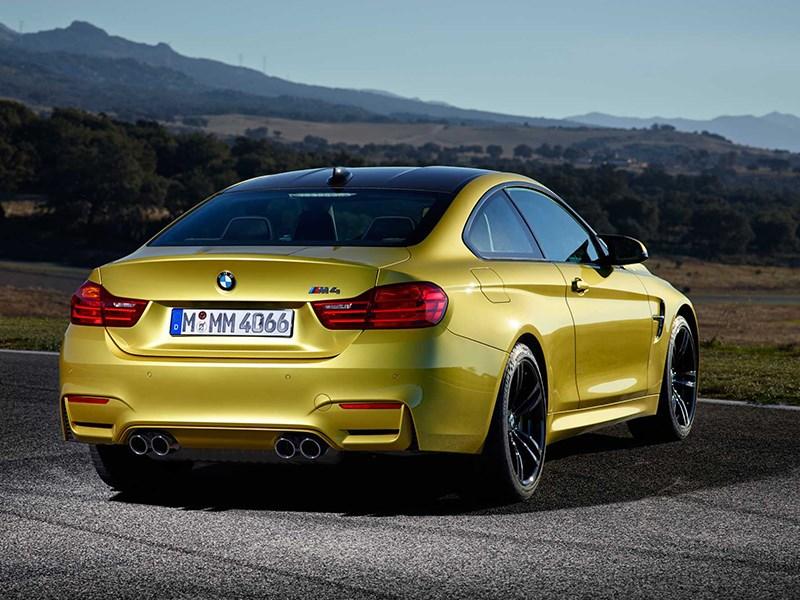 BMW M4 Coupe 2014 вид сзади фото 2