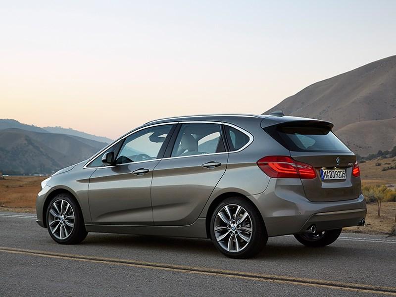 BMW 2 Series Active Tourer 2014 вид сзади фото 2
