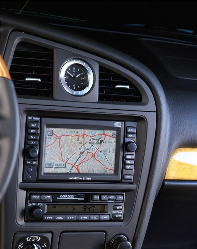 Infiniti QX4 2001 экран мультимедийной системы с навигацией