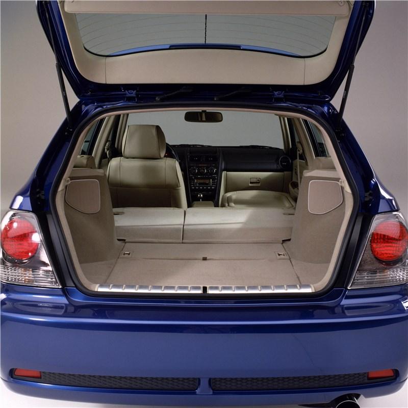 Lexus IS300 2001 багажник универсала при сложенных задних сиденьях