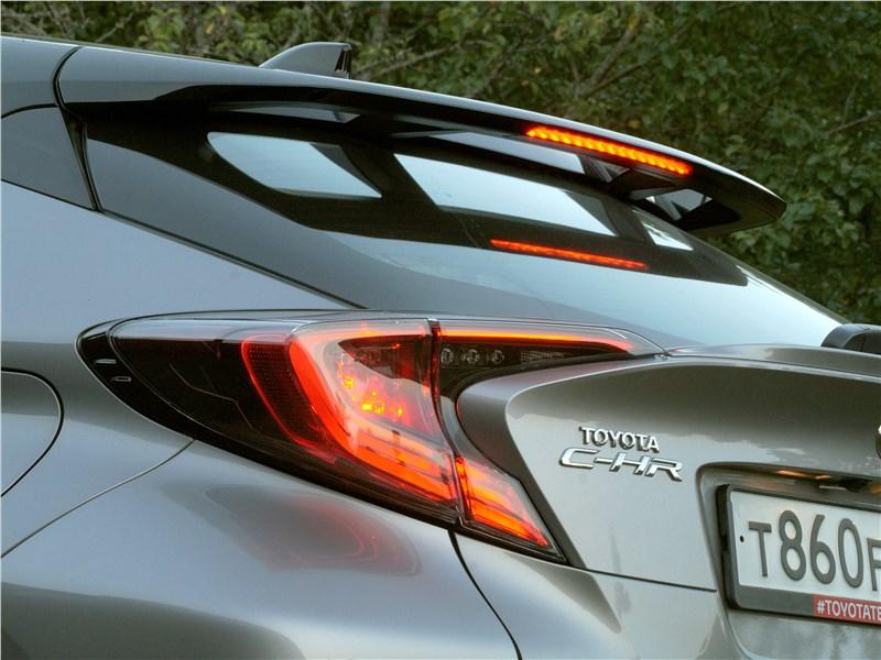 Toyota C-HR 2016 антикрыло