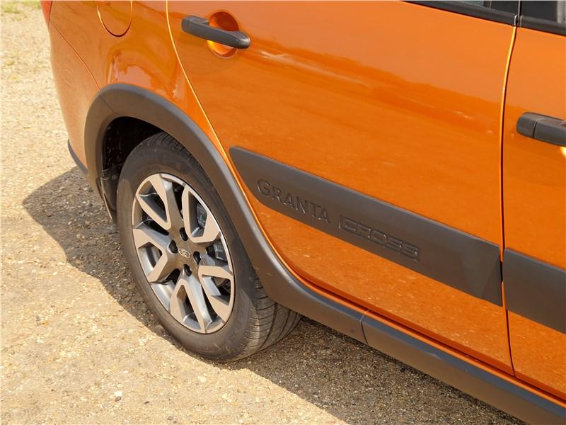 Lada Granta Cross 2019 защитные накладки
