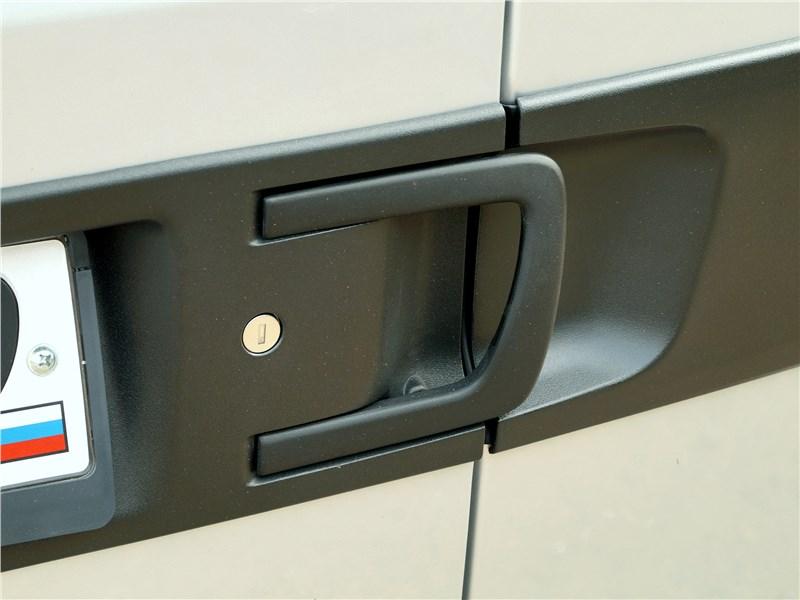 Fiat Doblo 2015 рукоятка отпирания задних распашных дверей