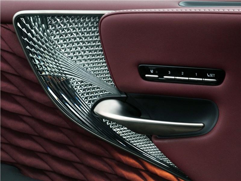 Lexus LS 500 2018 дверь