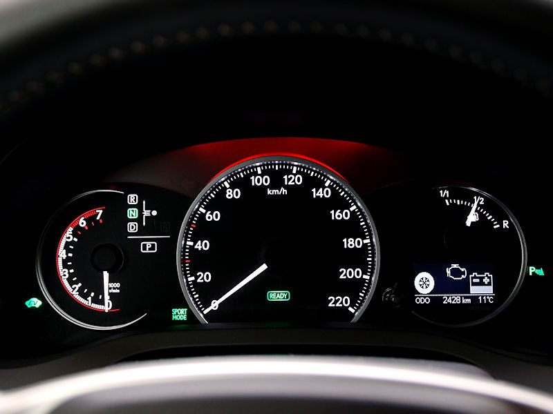 Lexus CT 200h 2011 приборная панель