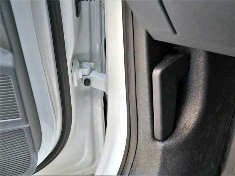 Volkswagen Taos (2022) дверь