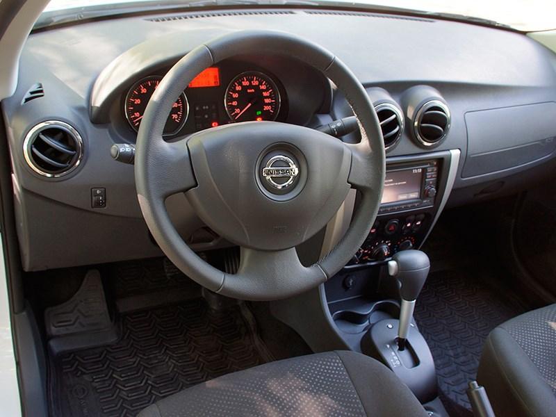 Nissan Almera 2014 водительское место