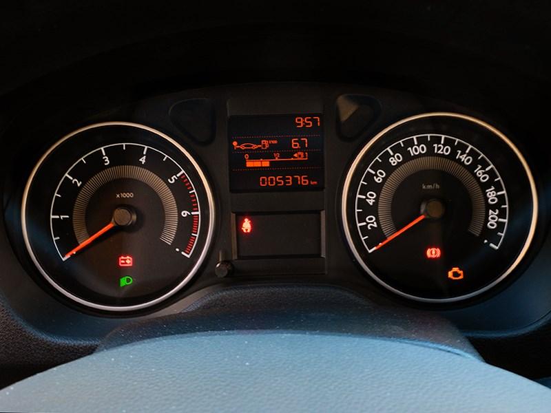 Peugeot 301 2013 приборная панель