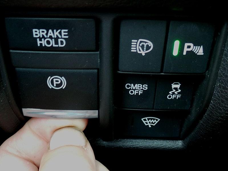 Acura MDX 2014 включение-выключение «ручника»