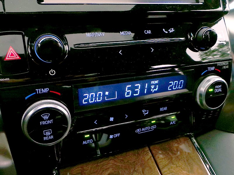 Toyota Alphard 2015 климат-контроль