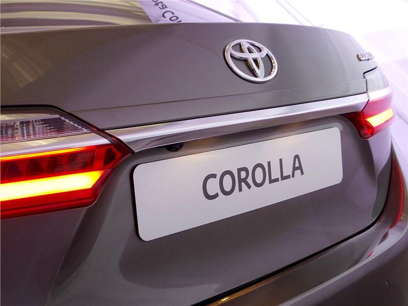 Toyota Corolla 2017 вид сзади